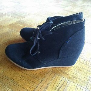 Mad Love black canvas wedge lace-up booties 9 NWT